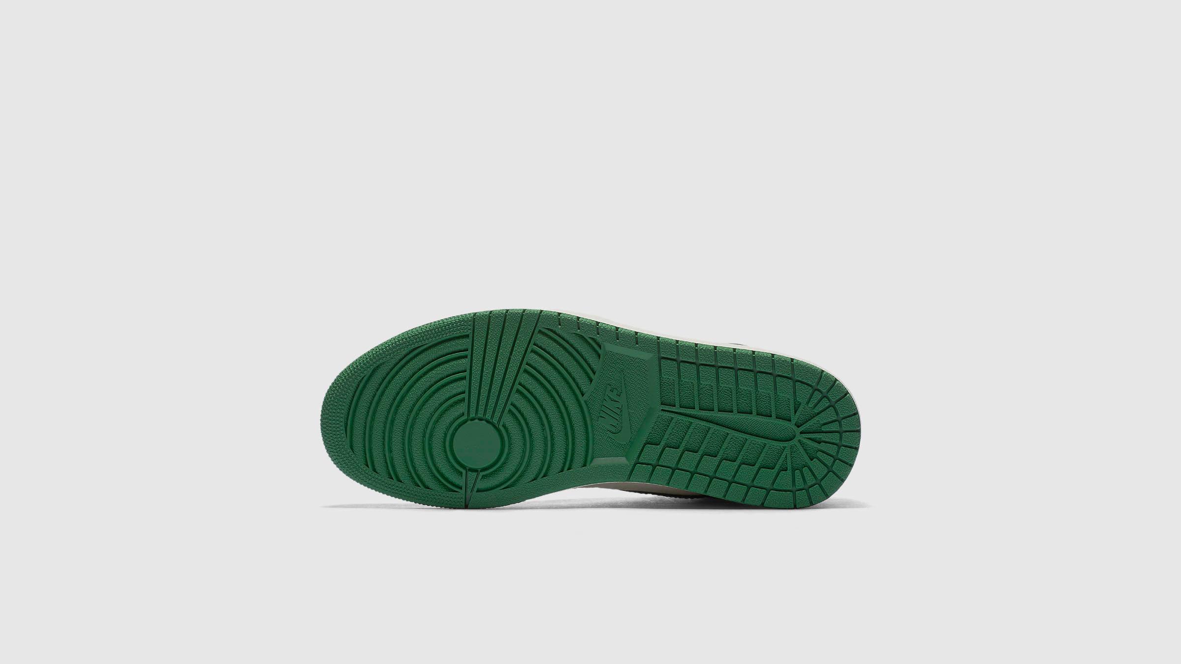 2d46aa8e5a67c9 Nike Air Jordan 1 Retro High OG (Pine Green   White)